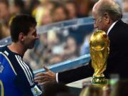 """Chủ tịch Blatter """"dìm hàng"""" Messi trước lễ trao giải Quả bóng vàng"""