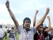 HLV Nguyen Huu Thang chia tay SLNA: Bieu tuong lai that truyen