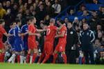 Diego Costa và Steven Gerrard phang nhau ngay trên sân ở bán kết cúp Liên đoàn