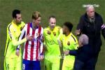 Torres doi danh Neymar ngay tren san (Atletico vs Barcelona)