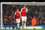 Cuu tien ve Arsenal chi ra moi nguy hiem cho chiec ghe cua HLV Wenger