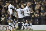 Hang cong bung no, Tottenham thang lon giant-killers cua Premier League