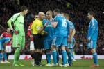 Sau trận MU vs Sunderland: Trọng tài cố chấp sau khi đuổi… nhầm người