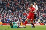 Chơi bẩn với De Gea, trung vệ Liverpool vẫn tỏ ra vô tội