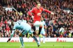 Khủng hoảng tuyến giữa, Van Gaal phải kéo Rooney về đá tiền vệ trụ