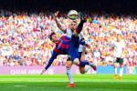 Messi chinh phuc cot moc moi trong ngay Barca nhoc nhan ha Valencia