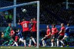 M.U tham bai truoc Everton: Khi phu thuy Van Gaal… het phep