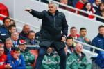 Phản pháo dư luận, Mourinho tiện thể đá xoáy Wenger