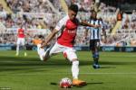 """Hàng công Arsenal: Chamberlain cần gì để """"hất cẳng"""" Ramsey?"""