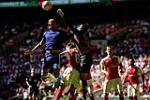 Thua tuc tuoi truoc Arsenal, thu quan cua Chelsea van noi cung