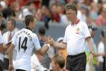 Van Gaal bị mắng chửi không ra gì vì đuổi cổ Chicharito