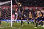 Nhung diem nhan sau tran hoa may man cua Arsenal truoc Stoke