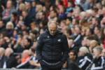 """Swansea 1-2 Liverpool: """"Lão zombie"""" Francesco Guidolin lên đoạn đầu đài?"""