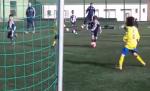 Thần đồng 10 tuổi xử lý bóng ngọt như Messi