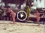 Hai người đẹp vận bikini trổ tài tâng bóng siêu nóng