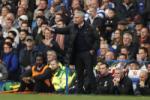 Mourinho: Cau thu M.U phai dung day nhu nhung nguoi dan ong