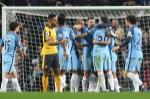 """Man City 2-1 Arsenal: Phao thu """"chet"""" vi qua bi dong"""