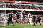Arsenal 2-1 Leicester: Phản công và bóng bổng