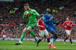 M.U ha Everton: Dung quen vai tro cua Daley Blind