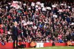 HLV Wenger cay cú sau thắng lợi trước Norwich