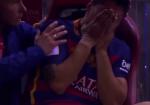 Ngoi sao Luis Suarez khoc nuc no sau khi dinh chan thuong