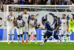 Từ chuyện những cú sút phạt: Hai thái cực của Messi và Ronaldo