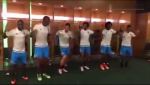 James Rodriguez lắc hông cực dẻo cùng đồng đội ở tuyển Colombia