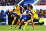 Koscielny: Khong cho Leicester huong 11m la dung