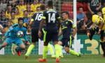 Vì sao Cech không hài lòng dù Arsenal thắng đậm?