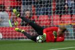 Chiếm suất bắt chính, thủ môn Liverpool vẫn chưa hết lo
