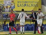 Zidane: Cris Ronaldo phải học cách ngồi dự bị