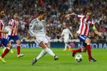 Real va Atletico bi cam chuyen nhuong: Khong he dang lo