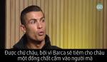 Ronaldo lien tuc binh luan da xoay khi xem phim vinh danh Messi