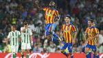Betis 3-6 Valencia: Thang tung bung, Los Che vuot mat Real