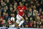 Martial len tieng trach moc Mourinho