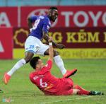 Danh nguoi o AFC Cup, tien dao Samson bi cam thi dau o V-League 2017