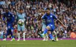 Man City thang thot tim, Pep Guardiola ngoi khen… trong tai