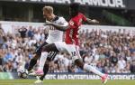 Du am Tottenham 2-1 MU: Tuanzebe bi loi tro lai mat dat