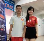 Ban gai tien ve Minh Di khoe giong hat co vu U20 Viet Nam