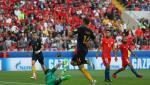 Du am Chile 1-1 Australia: Bai hoc khong bao gio xua cu