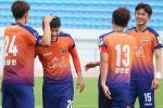 Thay tro Huu Thang da giao huu voi doi thu cuc manh den tu K-League