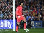 Wenger muon Cech la Van der Sar cua Arsenal