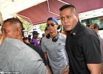 Ronaldo gây náo loạn bệnh viện khi tới thăm ái nữ nhà tỷ phú Singapore