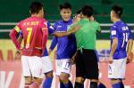 Mac Hong Quan phan ung manh me vi bi dan em 'U20 Viet Nam' pham loi