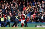 Khong the tro thanh nguoi hung, sao Arsenal do tai… dong doi