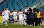Cầu thủ U23 Việt Nam phấn khích trong phòng thay đồ sau khi hạ Qatar