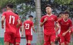 Chu nha Indonesia lai bo tri U19 Viet Nam tap luyen tren mat san xau