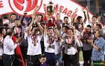 Huy hop bao, HLV Chu Dinh Nghiem noi gi khi nhan cup vo dich V-League 2018?