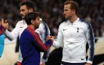 Barcelona dai thang Tottenham: Ngay Harry Kane anh dung lam nen cho Leo Messi