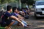 Bất chấp nắng to, NHM Myanmar xếp hàng mua vé trận gặp Việt Nam